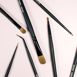 Small Cosmetic Brushes
